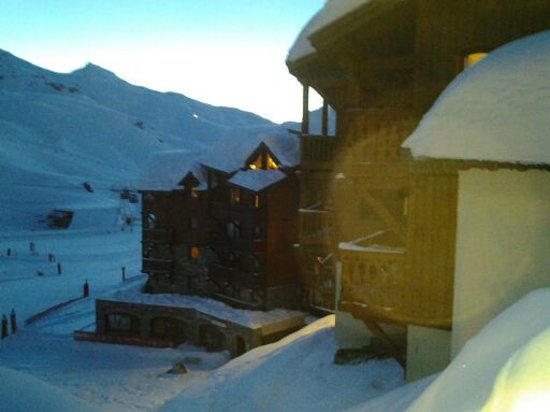"Village Montana : Vue sur la residence montana ""valbel"""