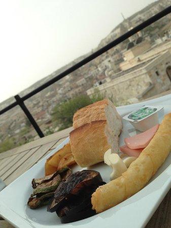 Doors Of Cappadocia Hotel: Restaurant area + panoramic view