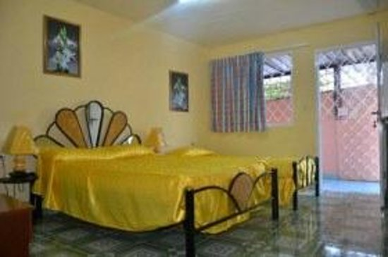 Casa Kenia and Niorlan: The larger room, with independant entry. Offered by holacuba.de