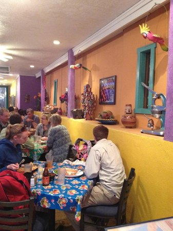 Miguel's Baja Grill: Colorful decor-family friendly!