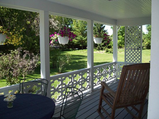 Butler Bed & Breakfast : Relax on the porch.