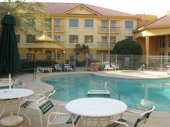 La Quinta Inn & Suites Macon: Pool area