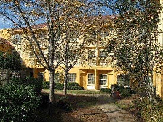 La Quinta Inn & Suites Macon: Lovely courtyard