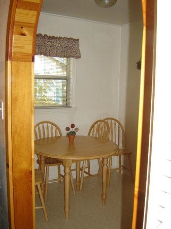 Sierra Gateway Cottages: Dinning area cottage #2, the