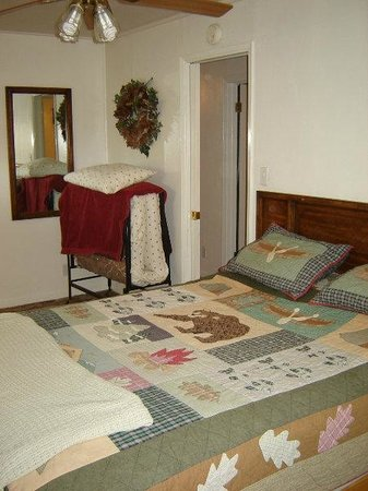 Sierra Gateway Cottages: One of two bedrooms in the