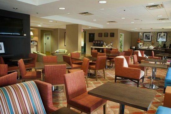 Hampton Inn Sarasota I-75 Bee Ridge: Hampton Inn Sarasota Bee Ridge guest lobby area