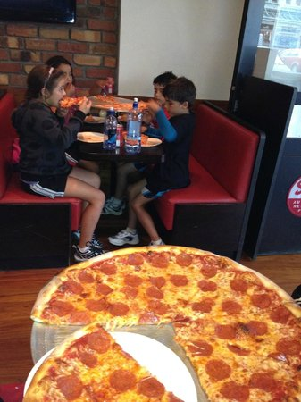 Sal's Authentic New York Pizza: Adults at one table, kids at the other... Yum!!!