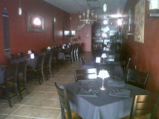 Spicy Ginger Asian Cafe: Elegant black table settings