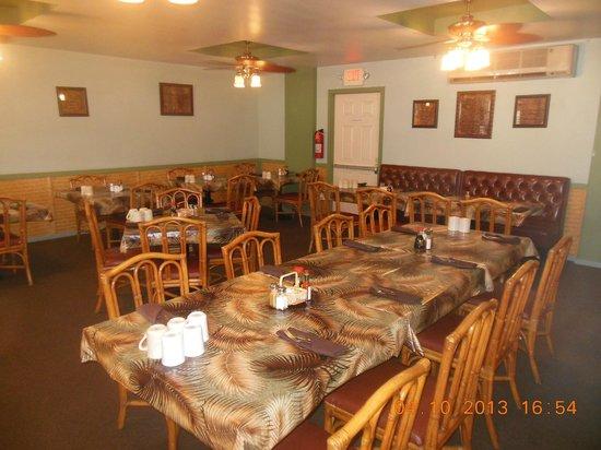 Tante's Island Cuisine : Main Dining Room