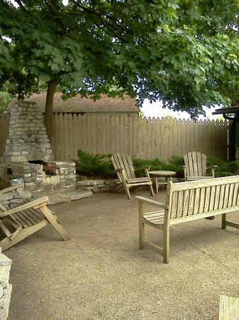 Wooden Boat Inn: picnic area and fire pit
