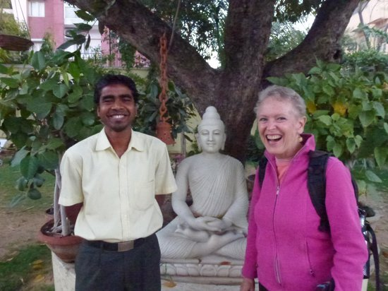 Hotel Anuraag Villa: Patti in the garden with our kind waiter