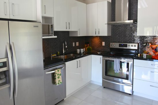 The Marinaside Resort / Palms Hotel & Condominiums: Full Kitchen