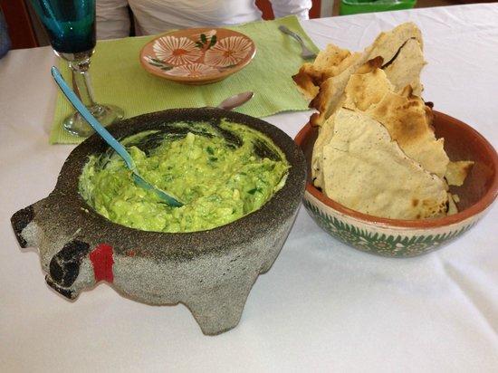 aa496999d4 La Casa de los Sabores Cooking School  Guacamole prepared in a molcajete