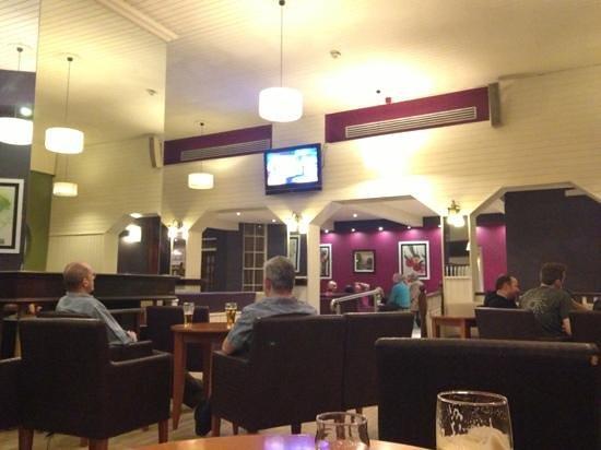 Gleneagle Hotel: bar