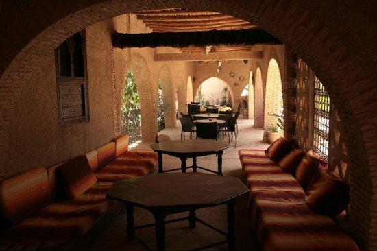 Auberge Ksar Sania: Terrasse ombragée