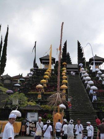 Bali Tradition: TEMPLE DE BESAKIH