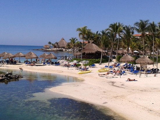 Coral Maya: Vista de la playita cerca del hotel