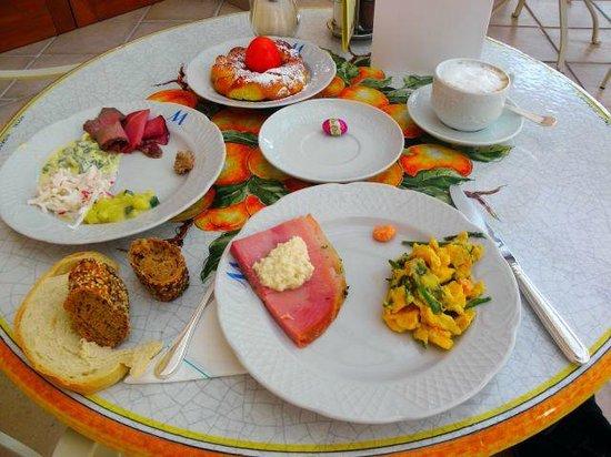 Hotel Miramar : Easter Food for Breakfest.
