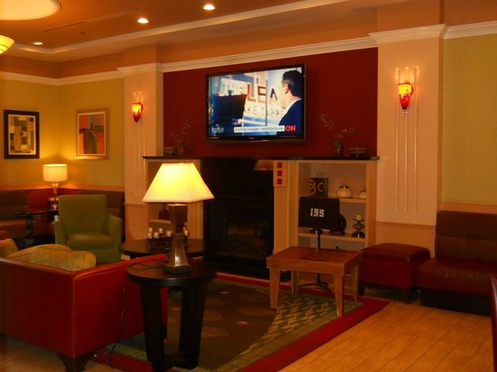 The Hotel at Times Square: Lobby TV fireplace
