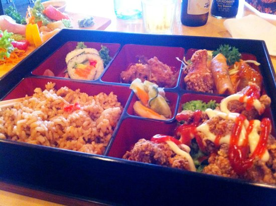 The Jitsu: Chicken bento. Discription with my review.