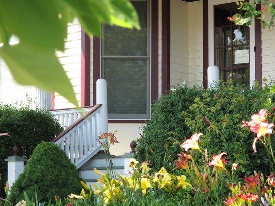Port Washington Inn: Front Yard Gardens Brighten The Approach To The Innu0027s  Front Door,