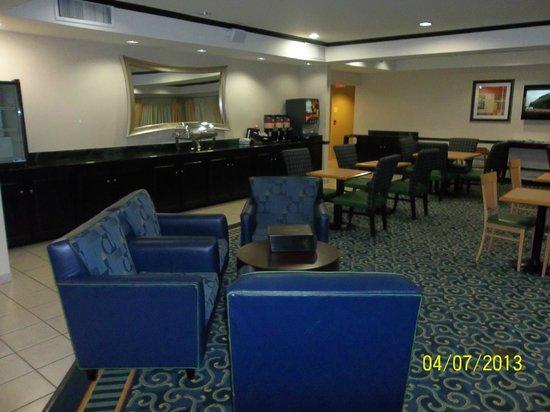 SpringHill Suites Savannah Midtown: lobby/breakfast area