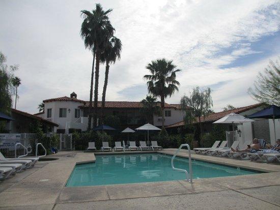 Alcazar Palm Springs : Pool Around 10AM on a Thursday in April