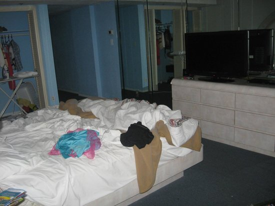 Hollywood Beach Tower: The bedroom