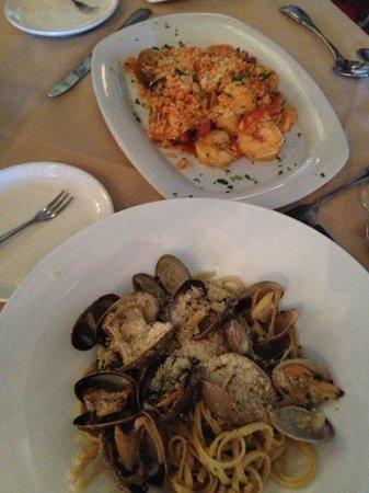 Aliotta's Via Firenze: ボンゴレは白ワインソースを指定 リゾットの魚介類がボリュームあり!!