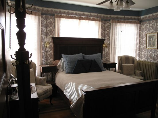 Port Washington Inn: Helen's Room's walnut bed was made by Dave and Aaron