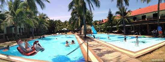 Dolphin Bay Resort : 2 pools