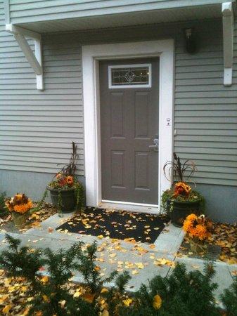 University Suite B&B: Side entrance - autumn