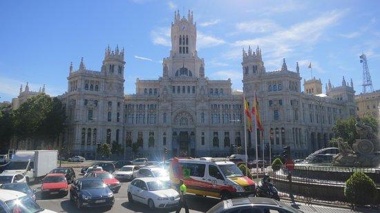Holiday Inn Madrid: Edificio de Correos