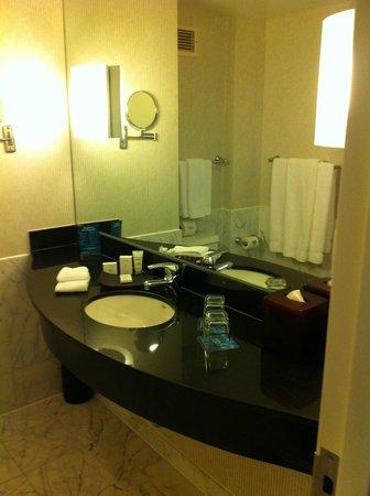 Kimpton George Hotel: Bathroom