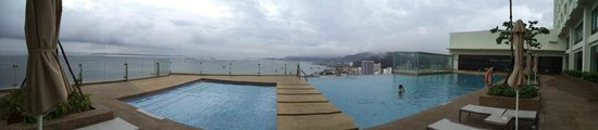 Four Points by Sheraton Sandakan: Infinity Pool on 13th Floor
