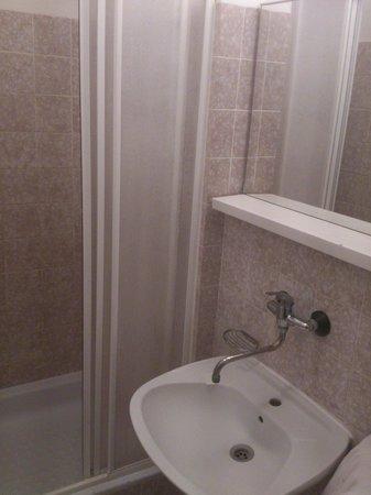 Hotel Slavia: Shower