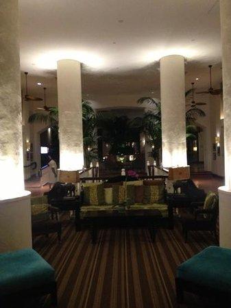 The Palms Hotel & Spa: La Lobby appena varcato l'ingresso.