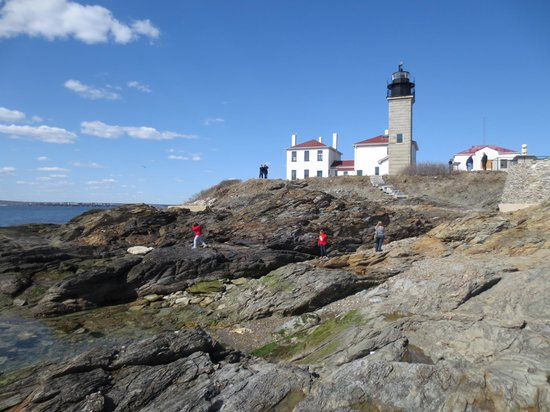 Beavertail Lighthouse and Park: Beavertail lighthouse