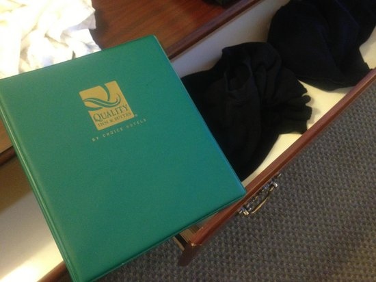 La Quinta Inn & Suites Fairfield - Napa Valley: Quality Inn Binder and the Drawer with dirty clothes.