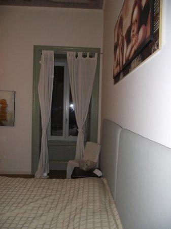 VIP Bergamo Apartments : Fenêtre de la chambre