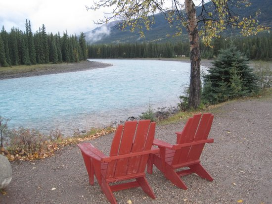 Alpine Village Cabin Resort - Jasper: Athabasca River