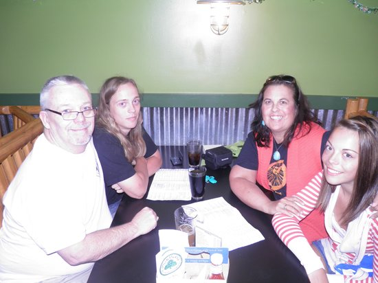 MickDuff's Brewing Company: Birthday dinner with family at McDuffs
