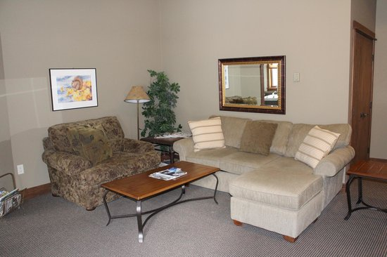 Copper Horse Lodge: Living room area