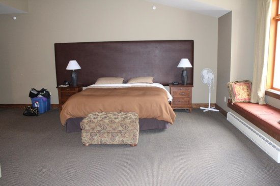Copper Horse Lodge: King bed- sooo comfortable