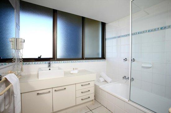 Gemini Resort : Main bathroom in a three bedroom apartment