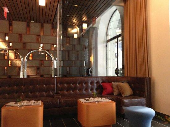 6 Columbus - A SIXTY Hotel: Hotel Lobby