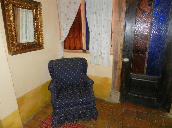 Hotel La Posada de San Antonio : Room 24 Sitting Area Near Door