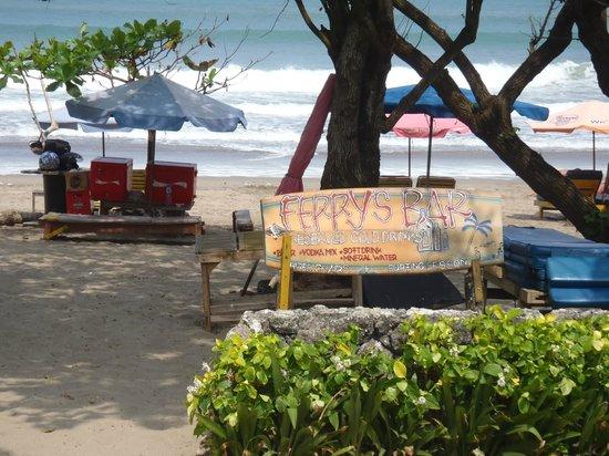 The Jayakarta Bali Beach Resort: surf on the beach