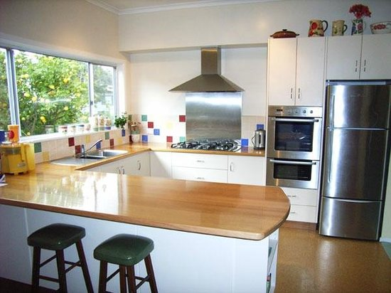 Cedar Cottages Blackmans Bay: Country Cottage Kitchen