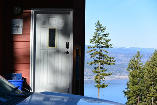 Crooked Tree Bed and Breakfast Guest Suites: Spruce Suite entrance
